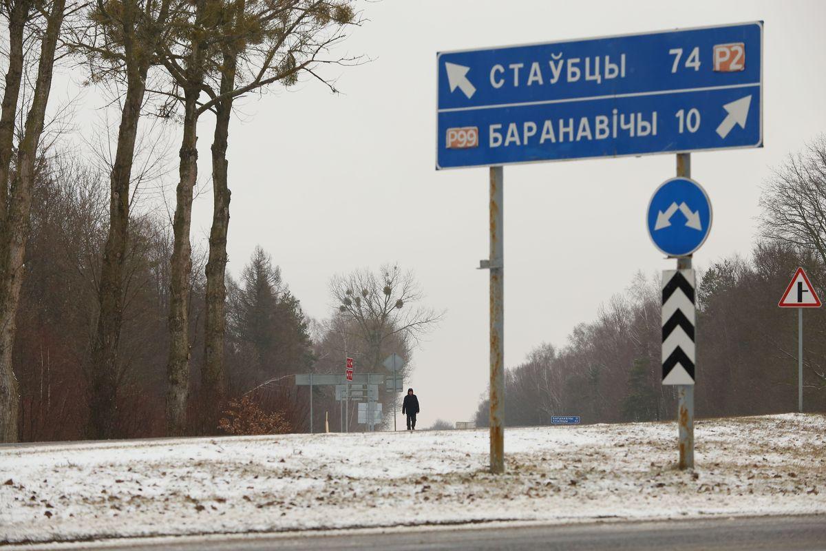 Музыкант Александр Сухарев направляется в Ивацевичи, 1 марта 2016 года. Фото: Александр КОРОБ