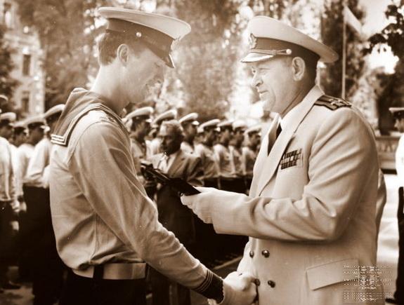 Окончание учебы в военном училище. Фото: архив Виталия ПЕТРОВСКОГО.