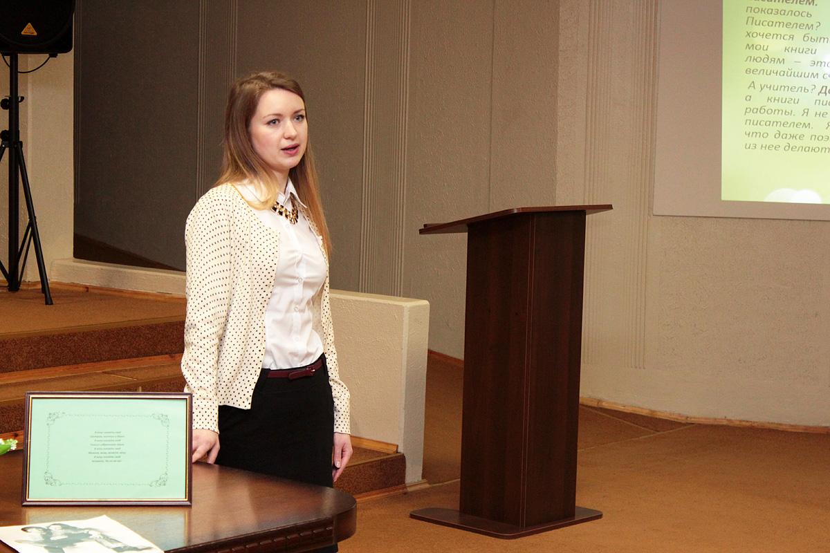 Таццяна Плотнік – унучка паэтэсы. Фота: Юрый ПІВАВАРЧЫК