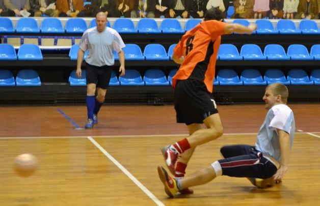 «Олимп» 5:10 СМП-760. Момент, когда Александр Койпаш из «Олимпа» получил травму. Фото: Сергей ЖИВУЛА