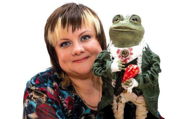Лариса Матюшенкова с куклой. Фото: архив Ларисы Матюшенковой.