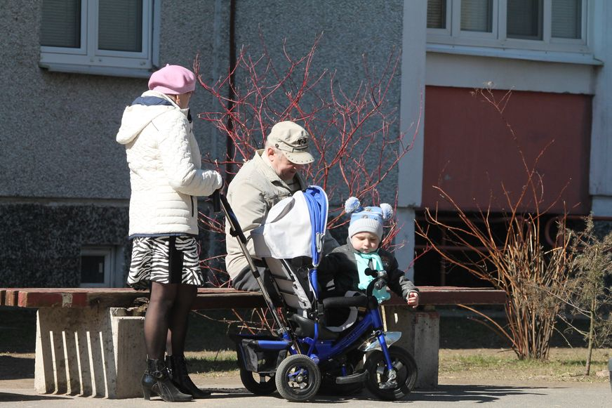 Детей на детскую площадку не пускают. Фото: Александр КОРОБ