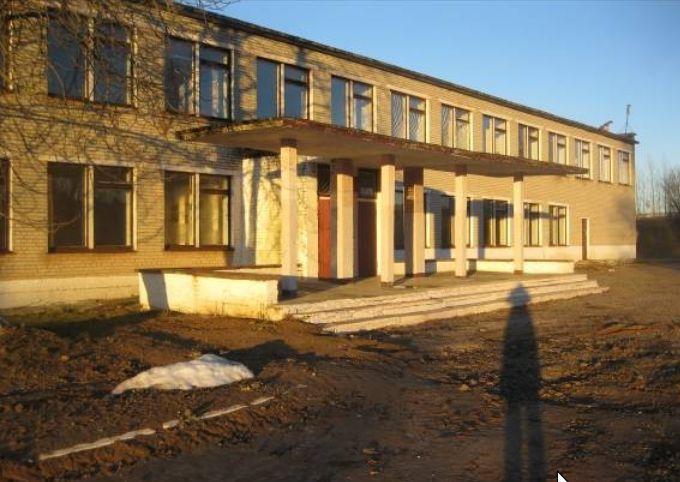 Здание школы в деревне Петковичи. Фото: сайт brest-region.gov.by