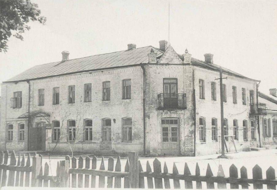 Здание бывшего доходного дома в Барановичах на фото 1940-х годов. Фото: архив  Intex-press.