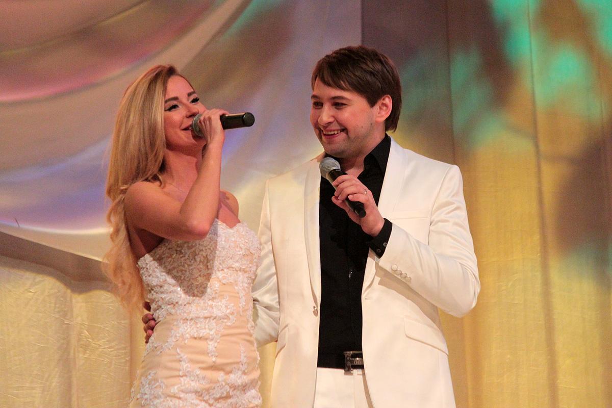 Елена Пищикова поздравляет Никиту Фоминых с юбилеем