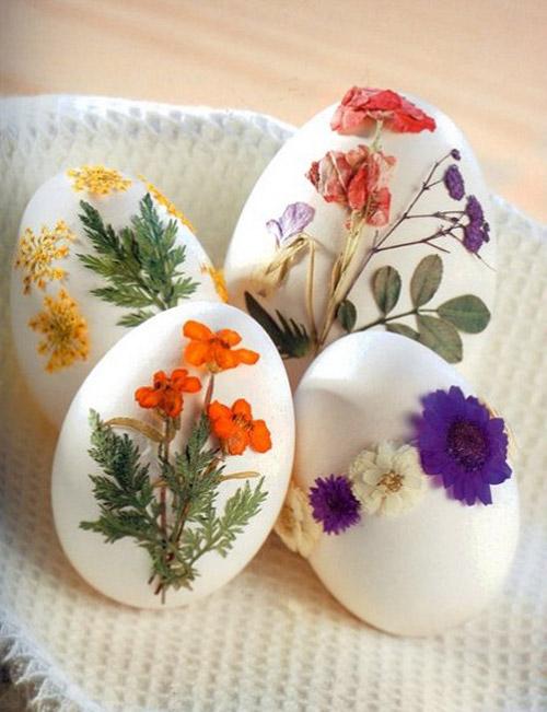 Яйца можно украсить сухоцветами. Фото: сайт alldayplus.ru