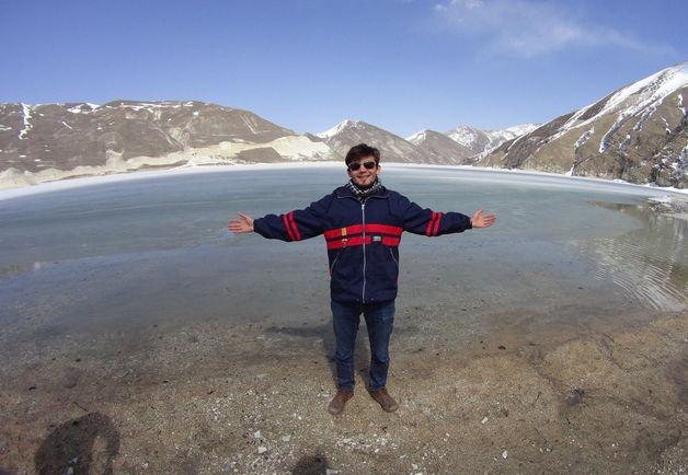 Влад Парамонов на берегу Каспийского моря