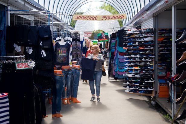 ИП говорят, что торговля идет крайне слабо, так как у горожан нет денег. Фото: Евгений ТИХАНОВИЧ