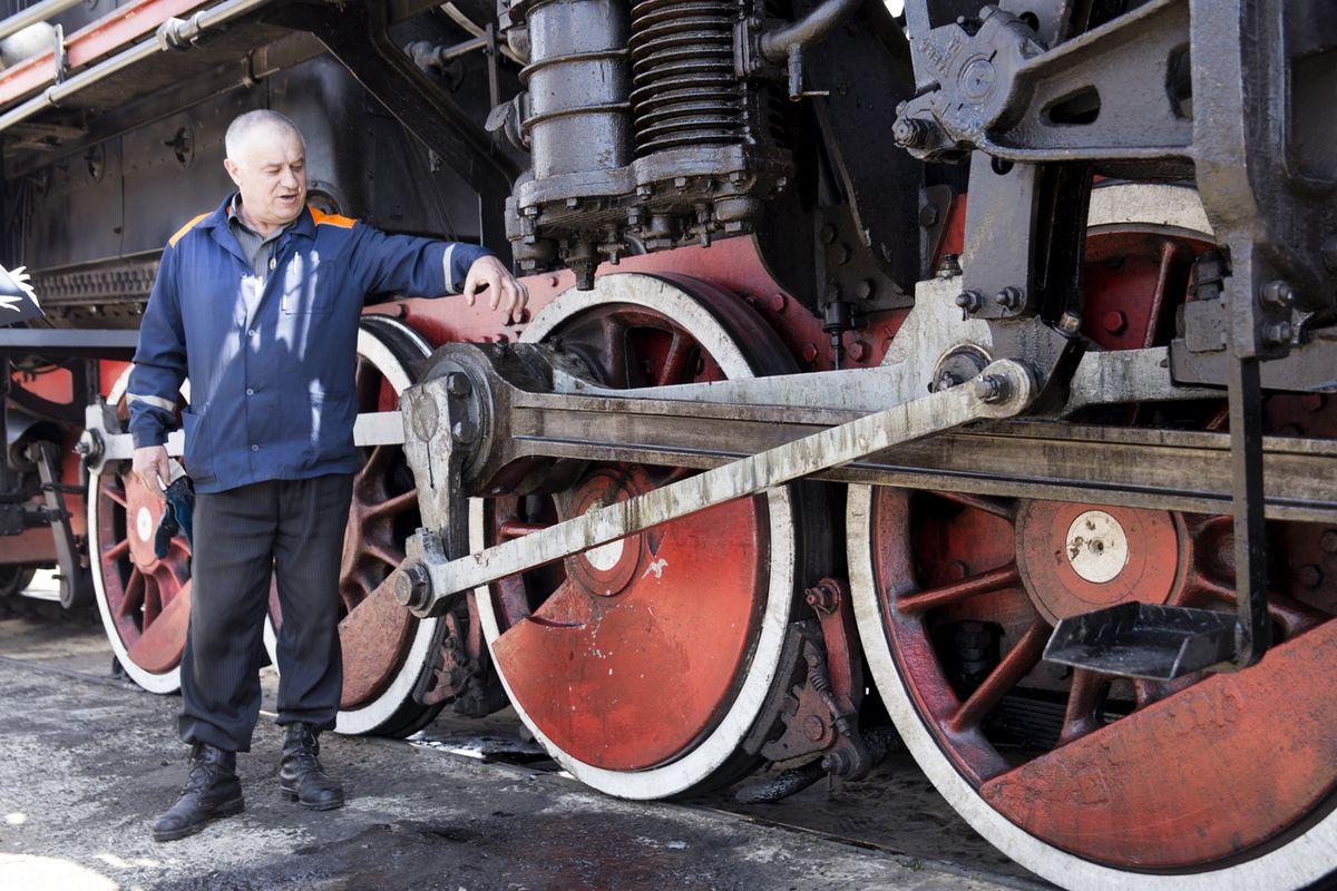 Александр Русакевич 38 лет работает машинистом. Фото: Евгений ТИХАНОВИЧ