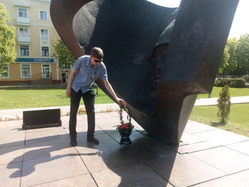 У памятника воинам-освободителям. Фото: Анна РОМАНОВА-КОЛОСОВСКАЯ