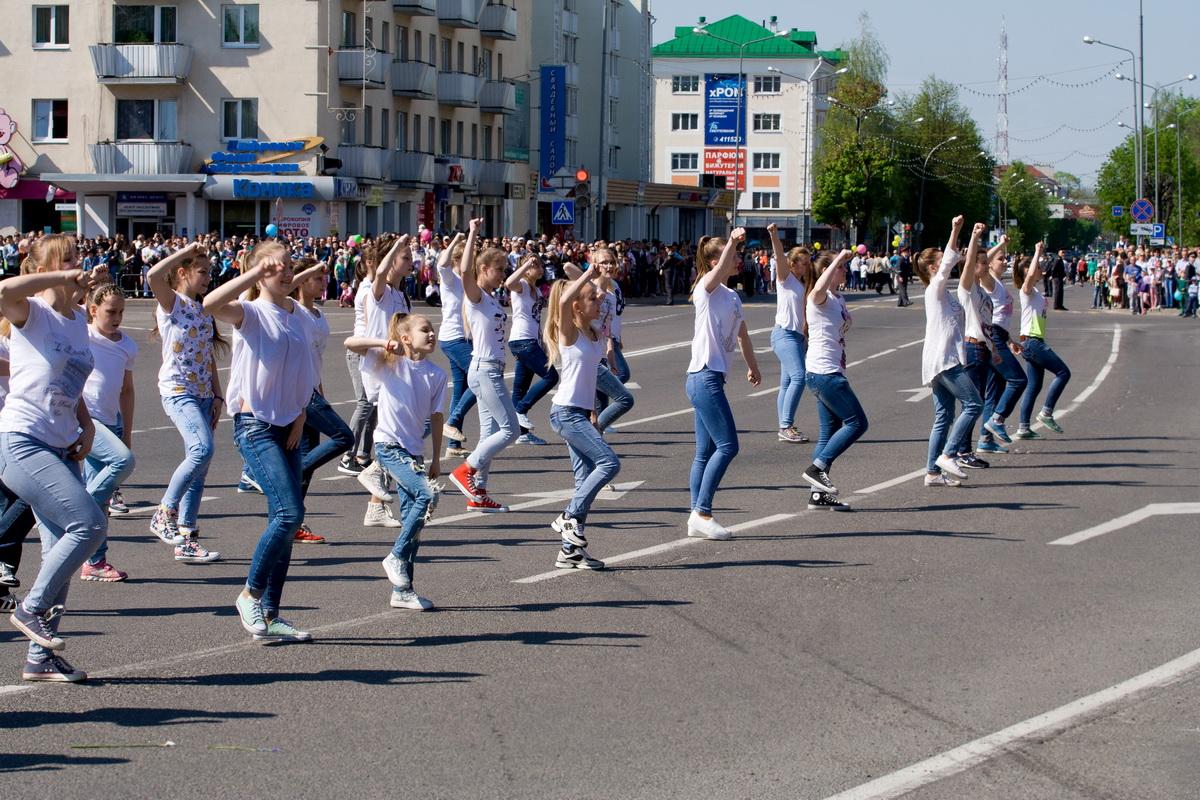 Флешмоб от ANANKO DANCE SCHOOL на площади Ленина.  Фото: Евгений ТИХАНОВИЧ.