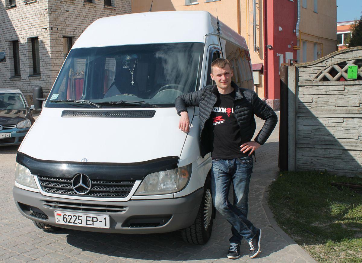 Вадим Копач и его авто. Фото: Татьяна МАЛЕЖ
