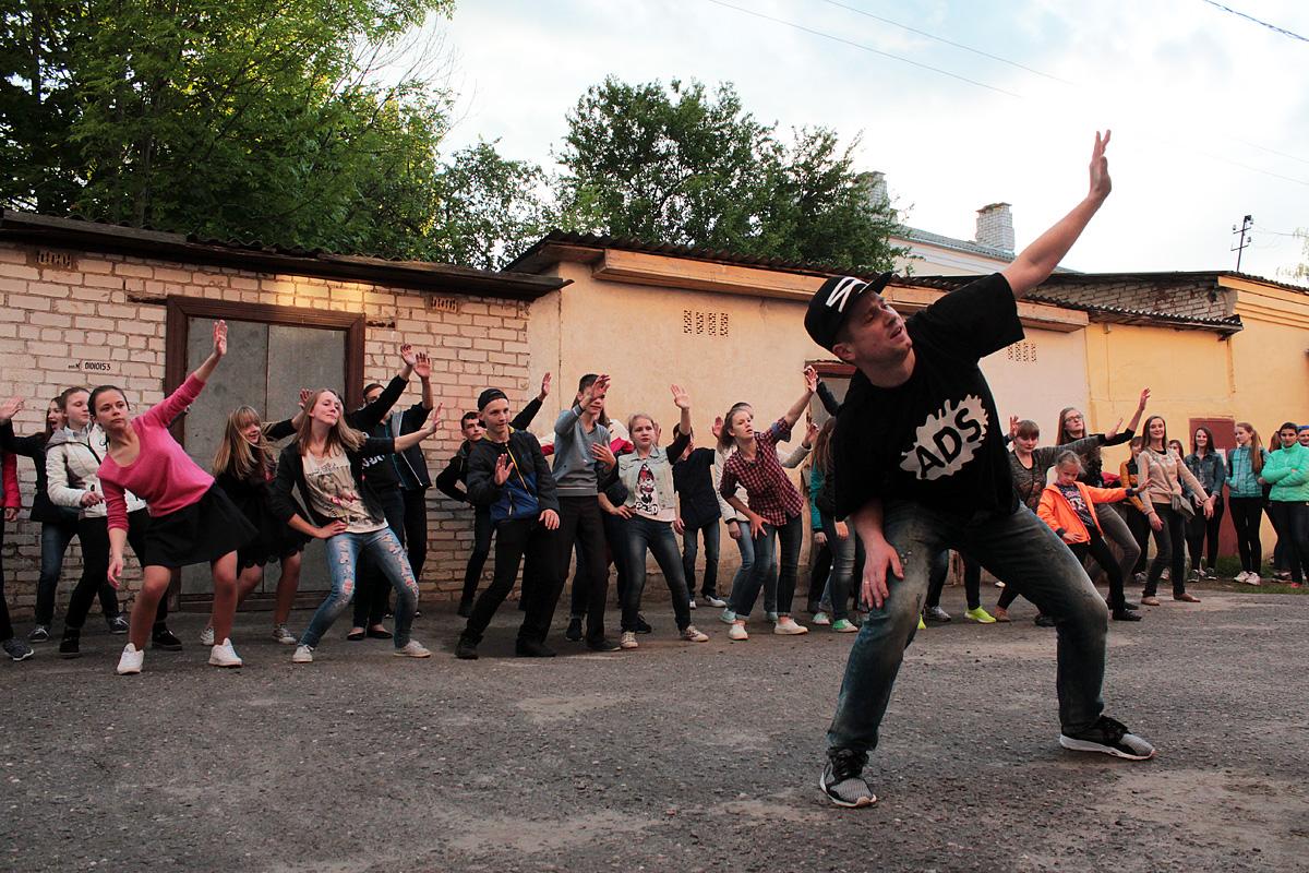 Мастер-класс по современным танцам от Евгения Ананько. Фото: Юрий ПИВОВАРЧИК