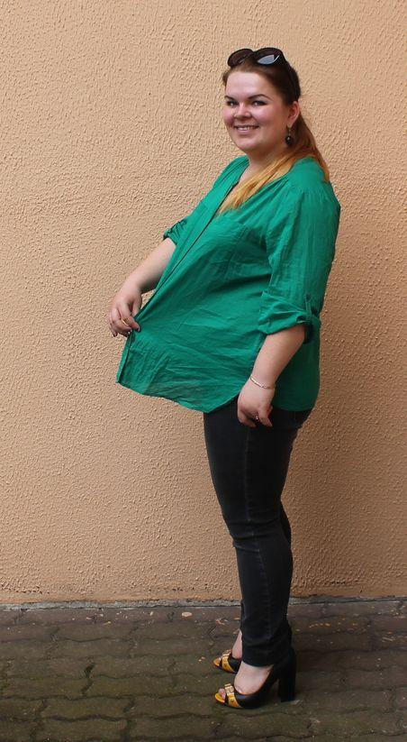 Настя Матло в блузке, которую ей подарила мама в начале учебного года. Фото: Татьяна МАЛЕЖ.