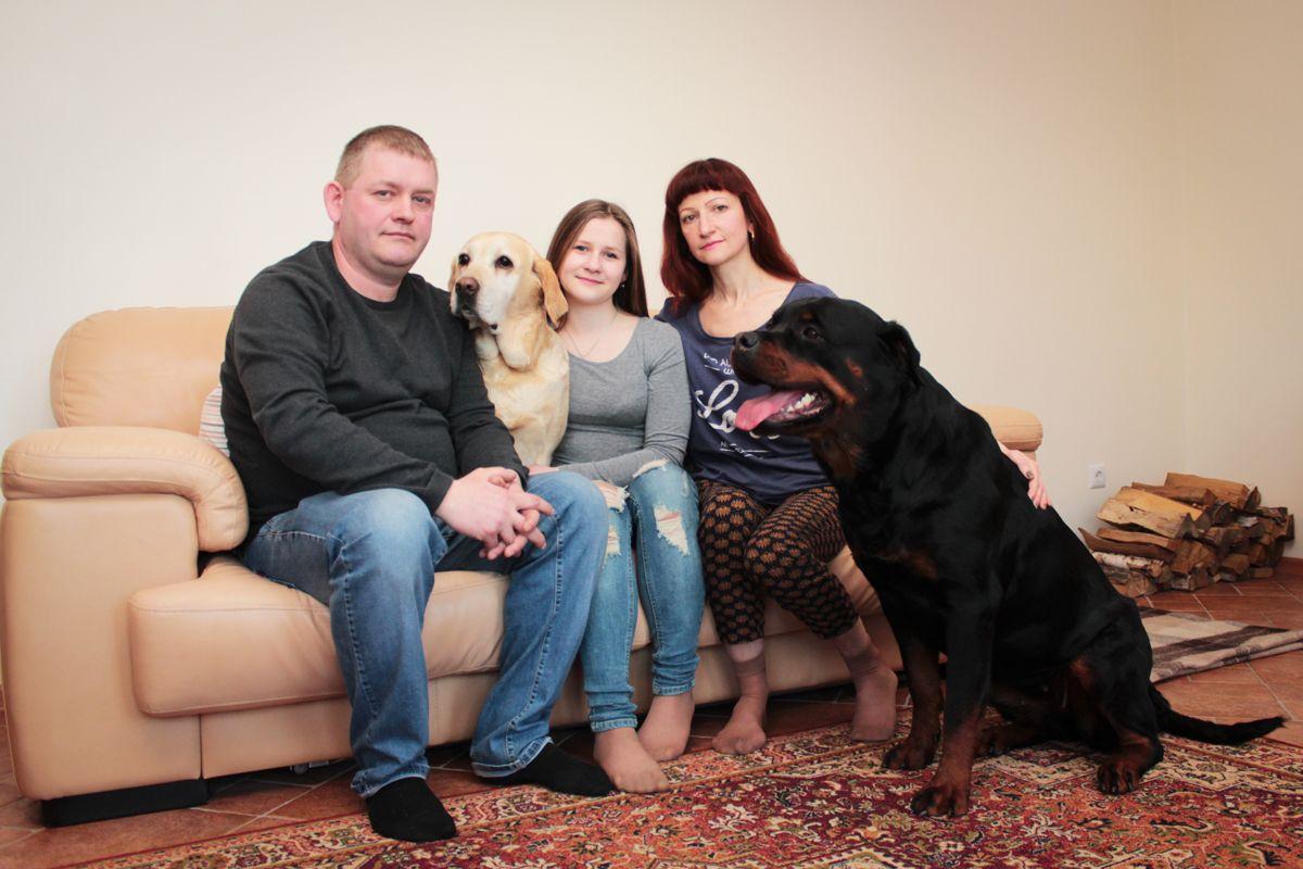 Семья Татьяны Буланковой с питомцами. Фото: Юрий ПИВОВАРЧИК