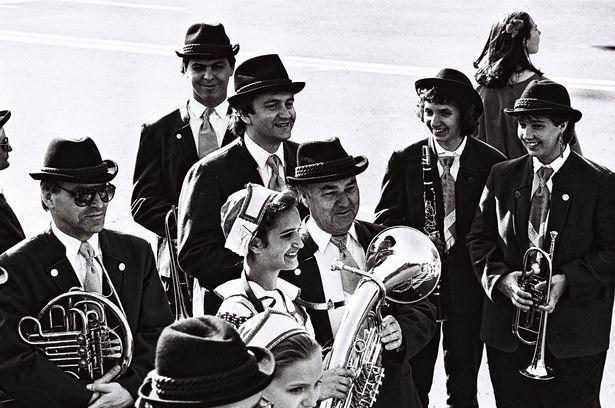 Члены духового оркестра из Штоккерау во время презентации бульвара Штоккерау, 1996 год.  Фото:  из фондов Барановичского краеведческого музея