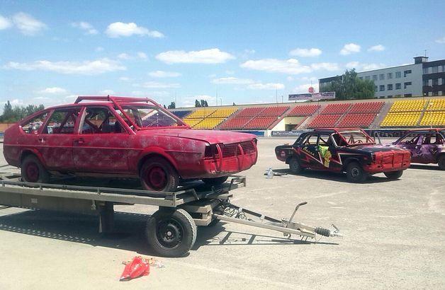 Автомобили, которые примут участие в шоу.