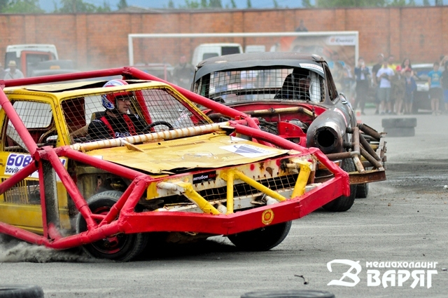 Автодерби в Пинске. Фото: Константин Масловец, медиахолдинг Варяг http://varjag.net