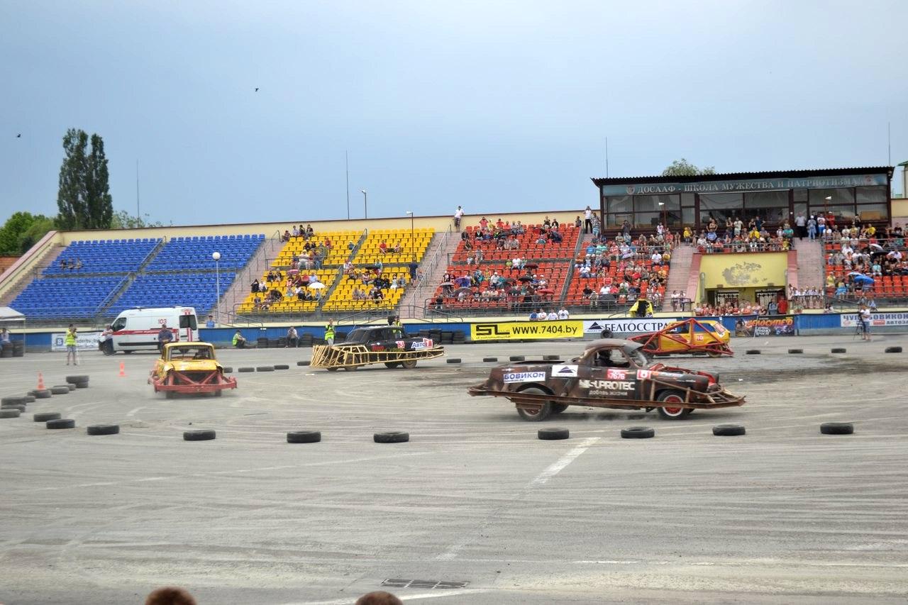 Автодерби в Пинске. Фото: Пинск в контакте! https://vk.com/pinskvk