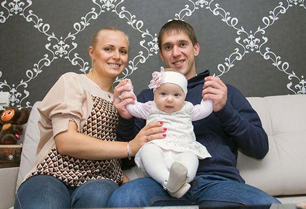 Наталья и Антон Кушнир с дочкой Верой