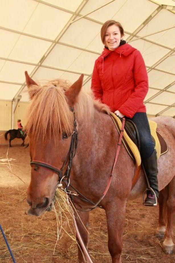 Анна Ярук на лошадиной ферме в Санкт-Петербурге, 2015 год. Фото: архив героини.