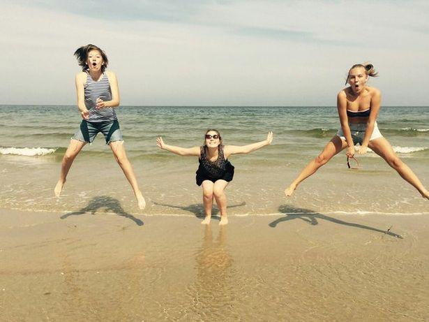 Анна Ярук (слева) с подругами на курорте в г. Штутово (Польша), 2015 год. Фото: архив героини.