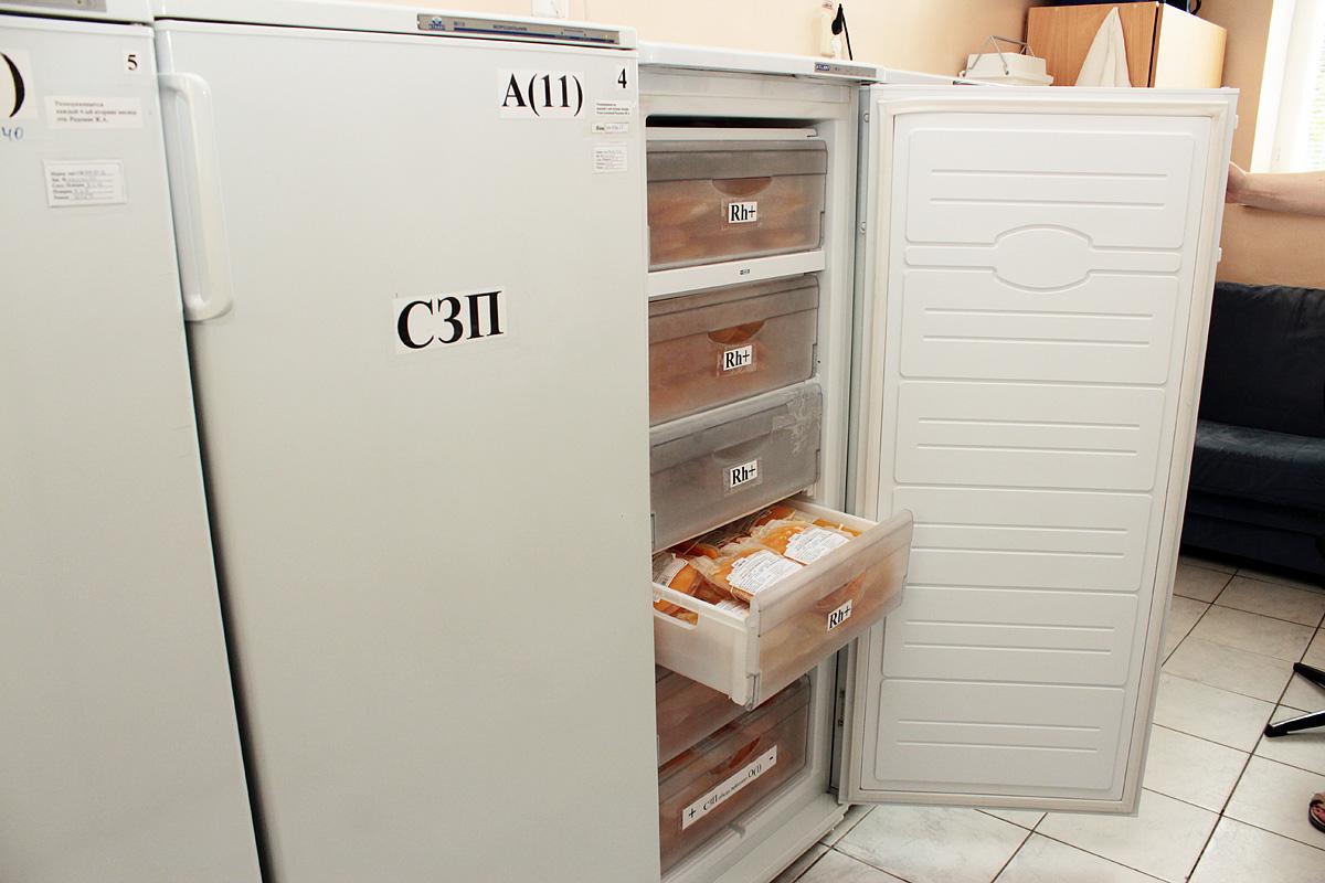Заготовленная кровь хранится в холодильниках. Фото: Юрий ПИВОВАРЧИК