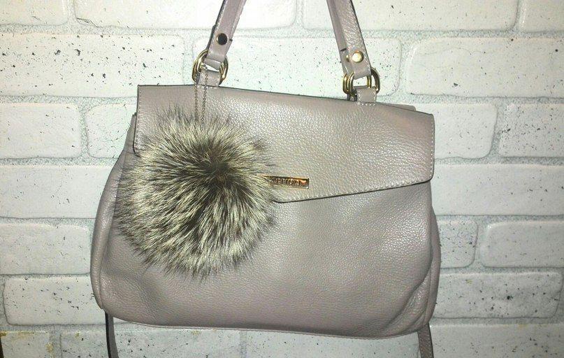 Меховые помпоны можно использовать в качестве брелока или аксессуара на сумку. Фото: архив Алены Никулиной.