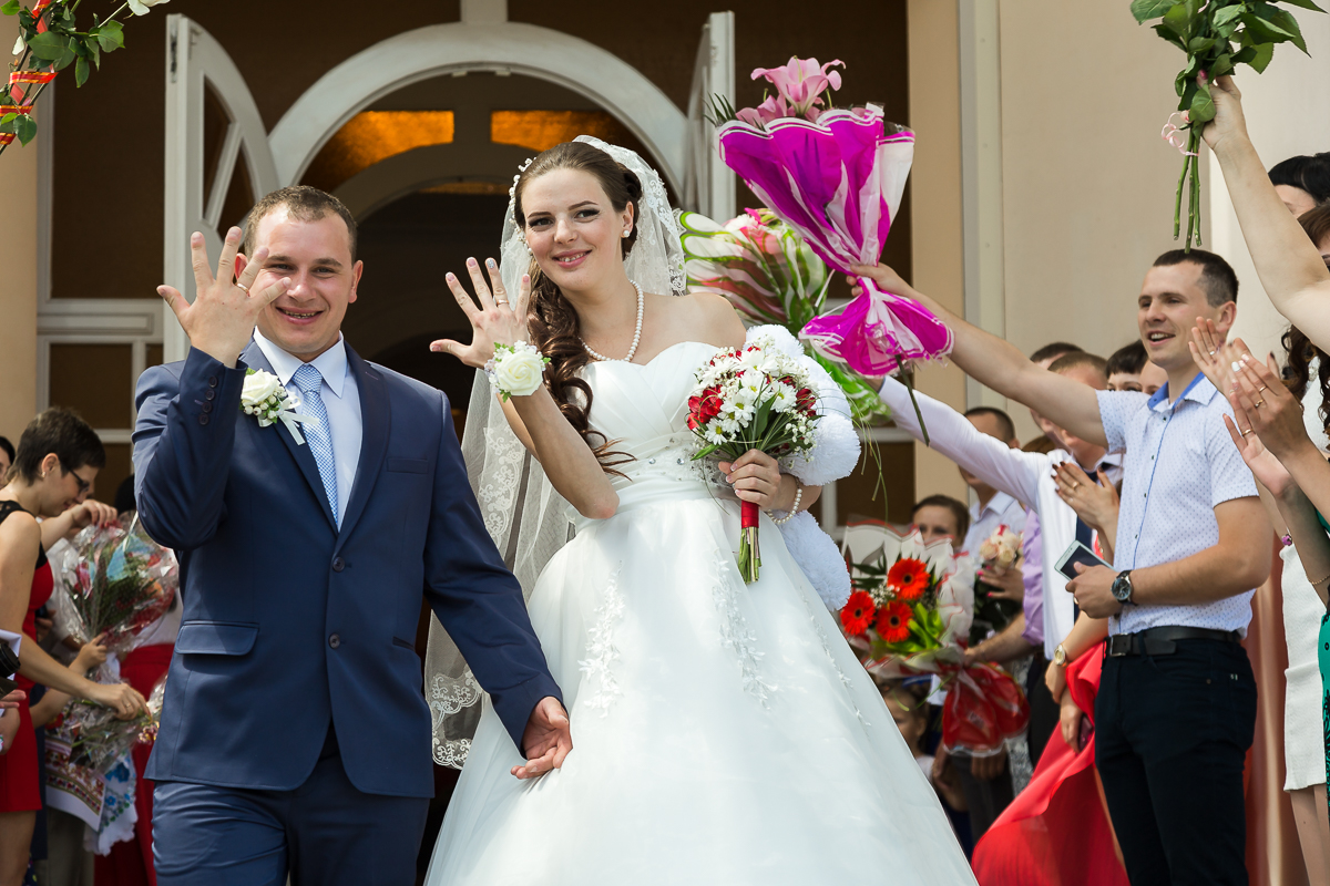 Молодожены Руслан и Елена. Фото: Александр КОРОБ