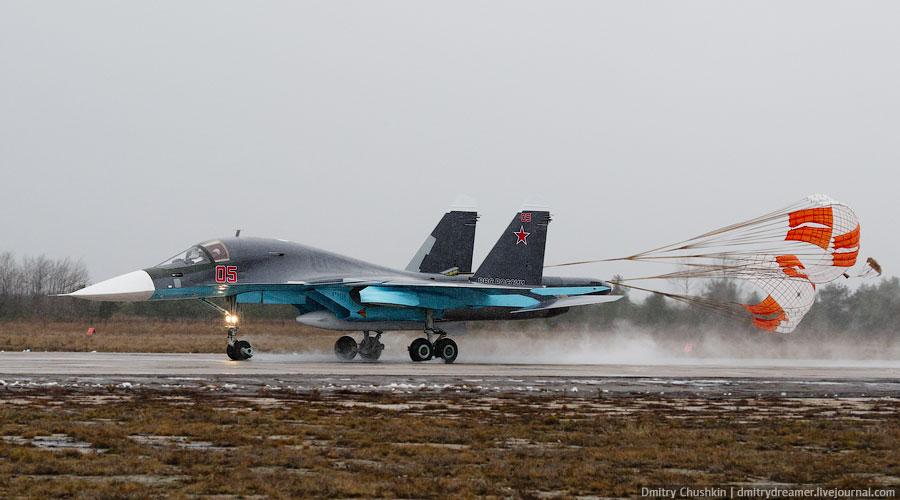Бомбардировщик Су-34 на военном аэродроме Балтимор в Воронеже. Бортовой номер 05 – вероятно именно этот самолет участвовал в полетах в Барановичах. Фото: Дмитрий ЧУШКИН