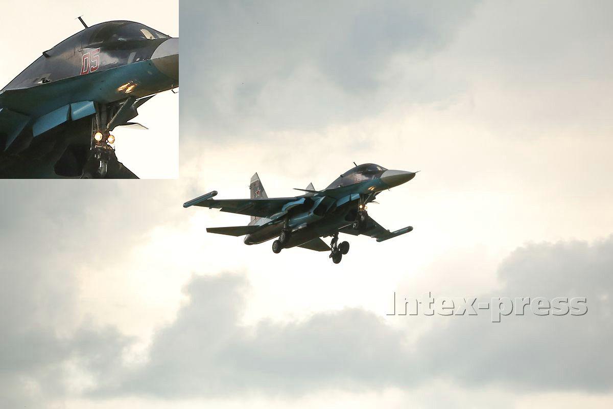 Су-34 бортовой номер 05 в небе над Барановичами. Фото Intex-press
