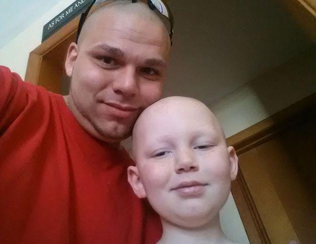 Отец выразил поддержку больному сыну.