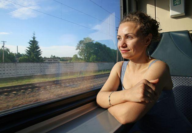 Барановичанка Алина Осипова едет на работу в агрогородок Патежино, расположенный в 5 км от Минска. Фото: Евгений ТИХАНОВИЧ