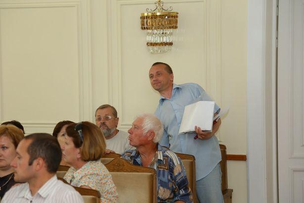 Александр Войтешик во время заседания избирательной комиссии. Фото: Александр КОРОБ