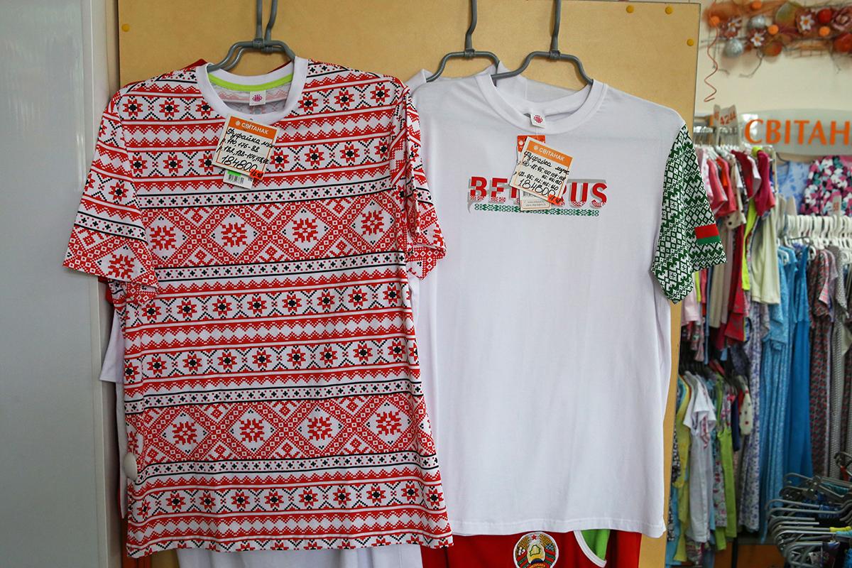В Світанке есть несколько вариантов маек с белорусским орнаментом