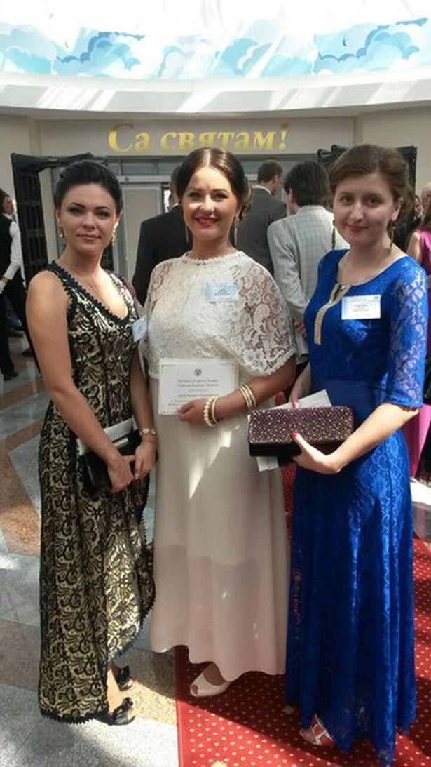 Юлия Выдрич, Валерия Середа и Анна Пилипчук (слева направо) перед президентским балом. Фото: архив Юлии ВЫДРИЧ