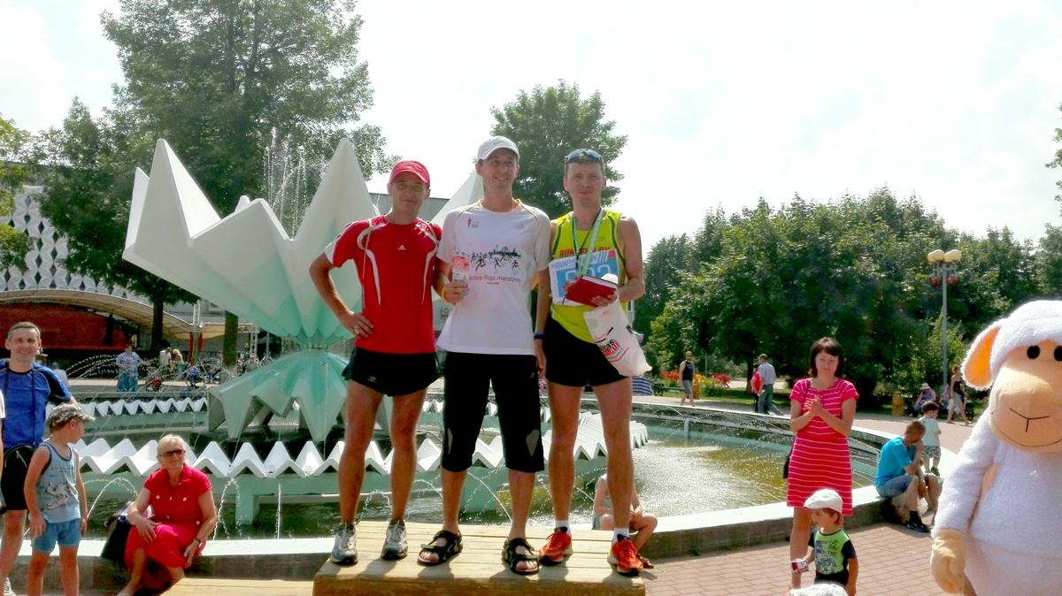 Награждение победителей 5-км пробега (мужчины). Фото: Максим ТЮТЕНЬКОВ