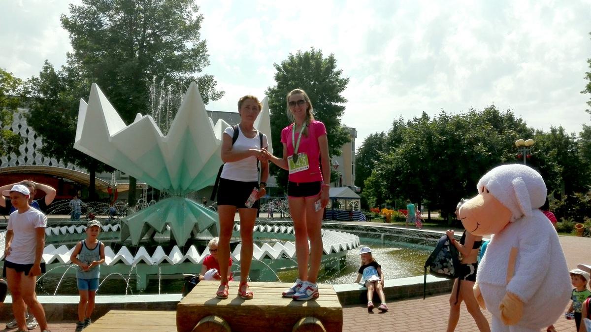 Награждение победителей 5-км пробега (женщины). Фото: Максим ТЮТЕНЬКОВ