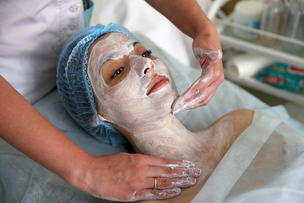 Массаж кожи лица и зоны декеольте