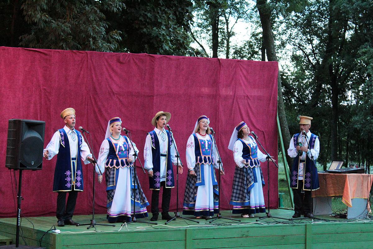 Ансамбль народной песни «Крушина». Фото: Юрий ПИВОВАРЧИК
