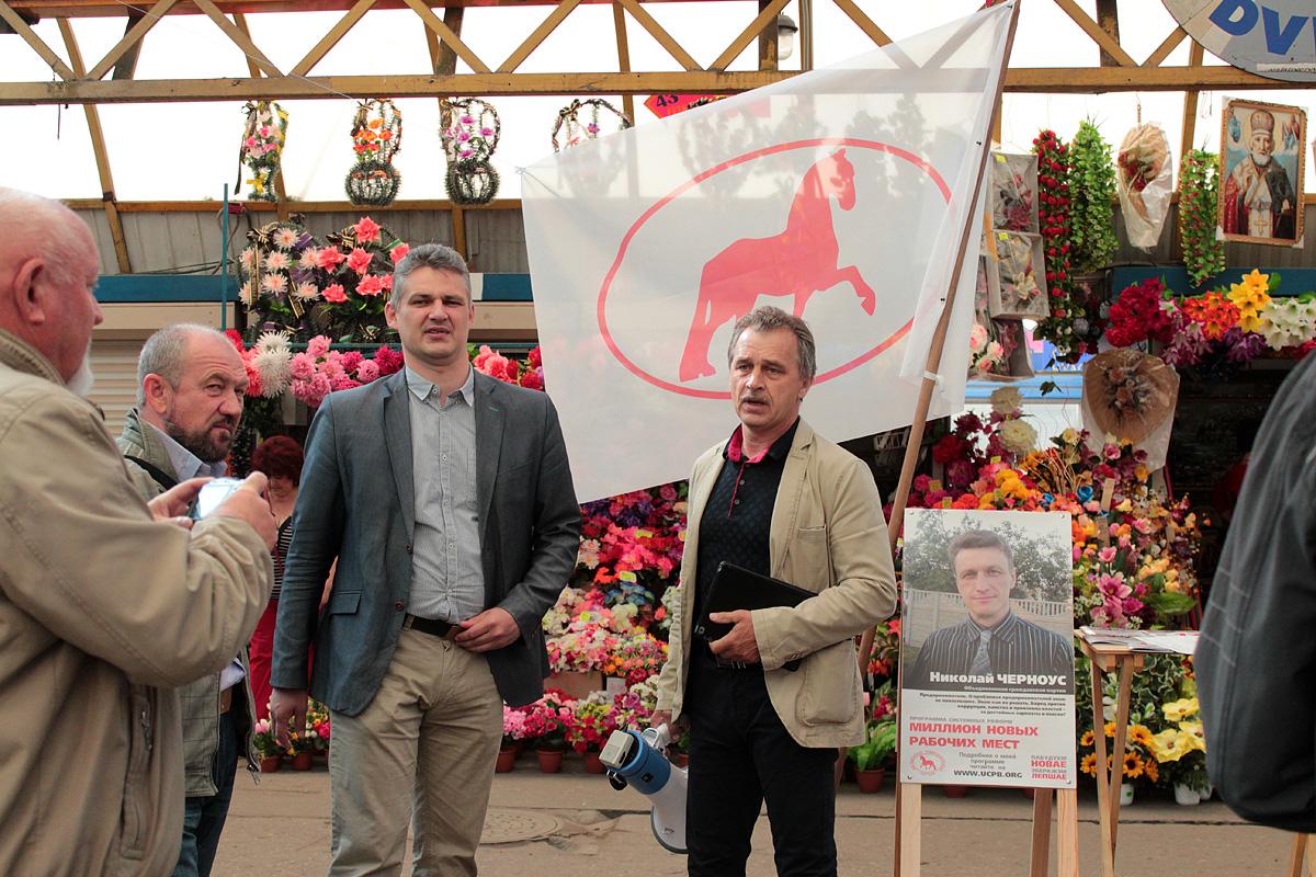 Юрий Губаревич (в центре) и Анатолий Лебедько. Фото: Юрий ПИВОВАРЧИК