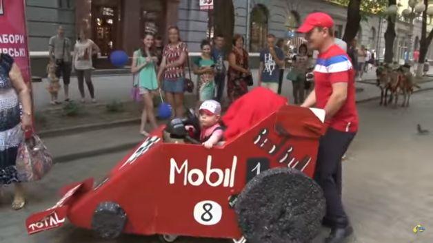 Парад колясок в Полтаве. Фото: сайт rbc.ua
