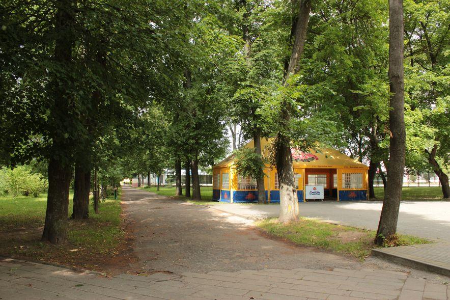Парк имени 30 летия ВЛКСМ. Фото : Юрий ПИВОВАРЧИК