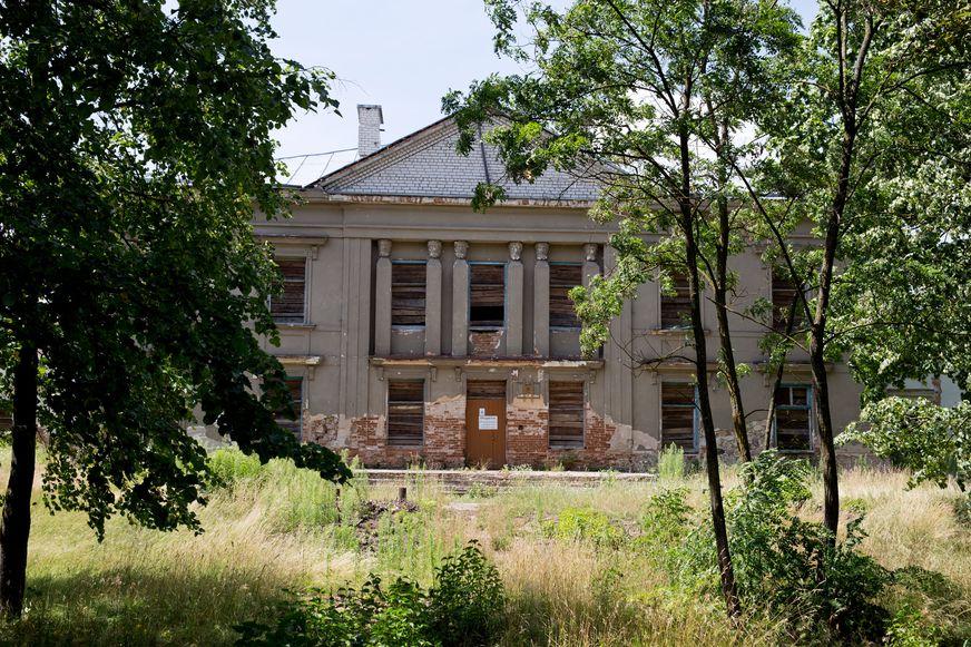 Дворец Радзивиллов в деревне Полонечка. Фото: Евгений ТИХАНОВИЧ