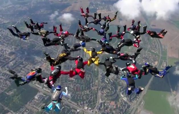 Новый национальный рекорд установили белорусские парашютисты