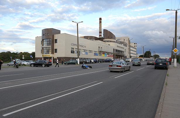 В Барановичах произошла авария с мотоциклистом.