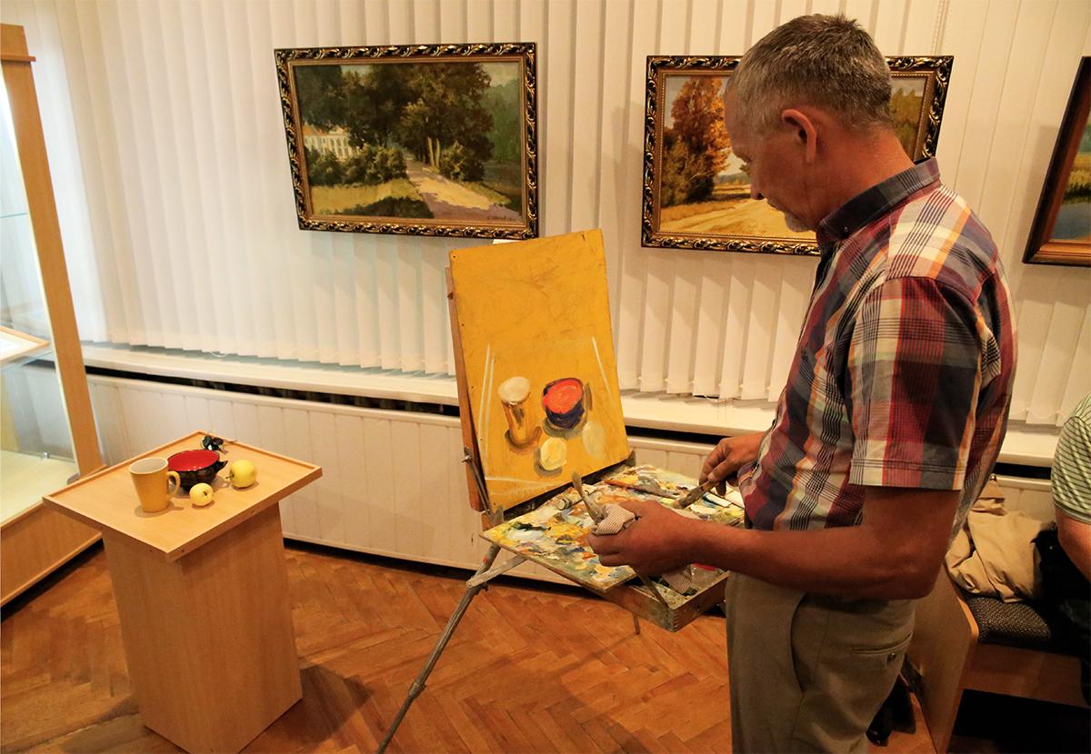 Андрей Вичковский рисует натюрморт