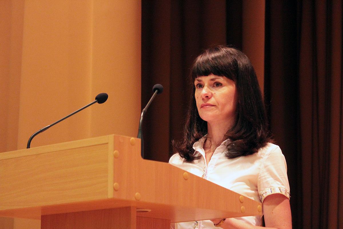 Ольга Людвикевич читает текст присяги. Фото: Юрий ПИВОВАРЧИК