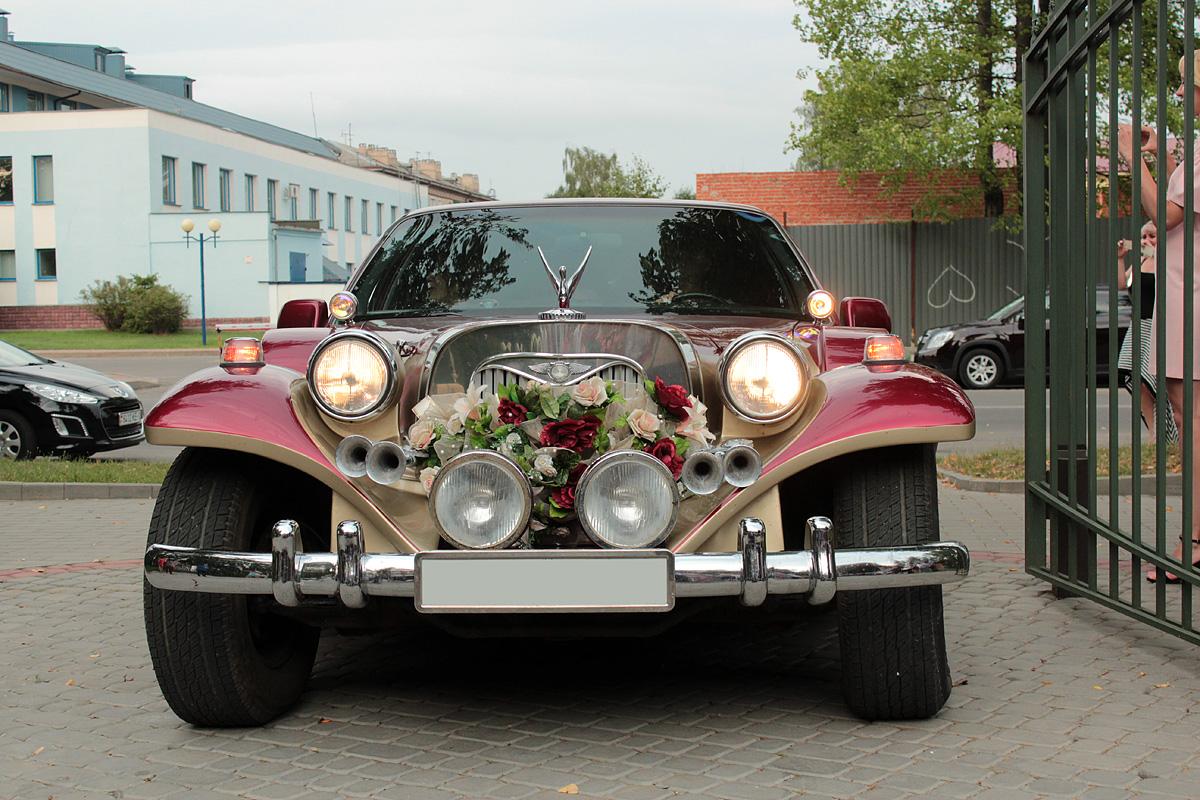 Лимузин для молодоженов. Фото: Юрий ПИВОВАРЧИК
