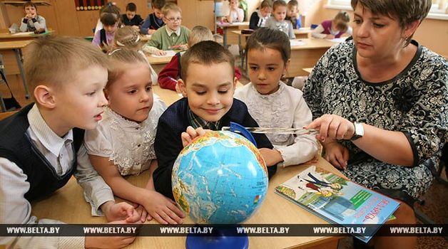 Лукашенко попросил остановить реформы образования в республики Белоруссии